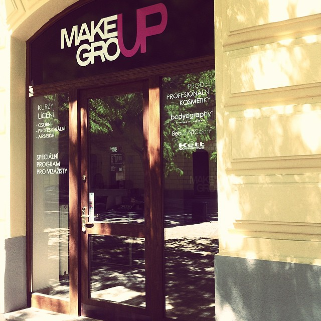 Makeup Group Shop